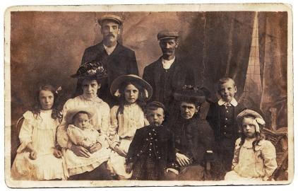 family-portrait-613968_960_720